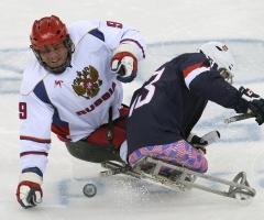 Россия обыграла США в следж-хоккей и вышла в полуфинал Паралимпиады