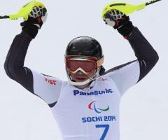 Российский знаменосец выиграл золото в слаломе на Паралимпиаде